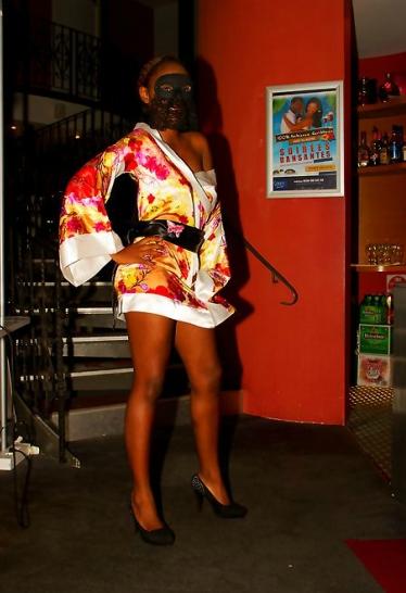 Kimono noir et string pr votre plus grand plaisir des yeux - 3 part 6