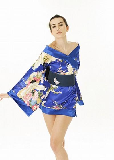 Kimono noir et string pr votre plus grand plaisir des yeux - 2 part 2