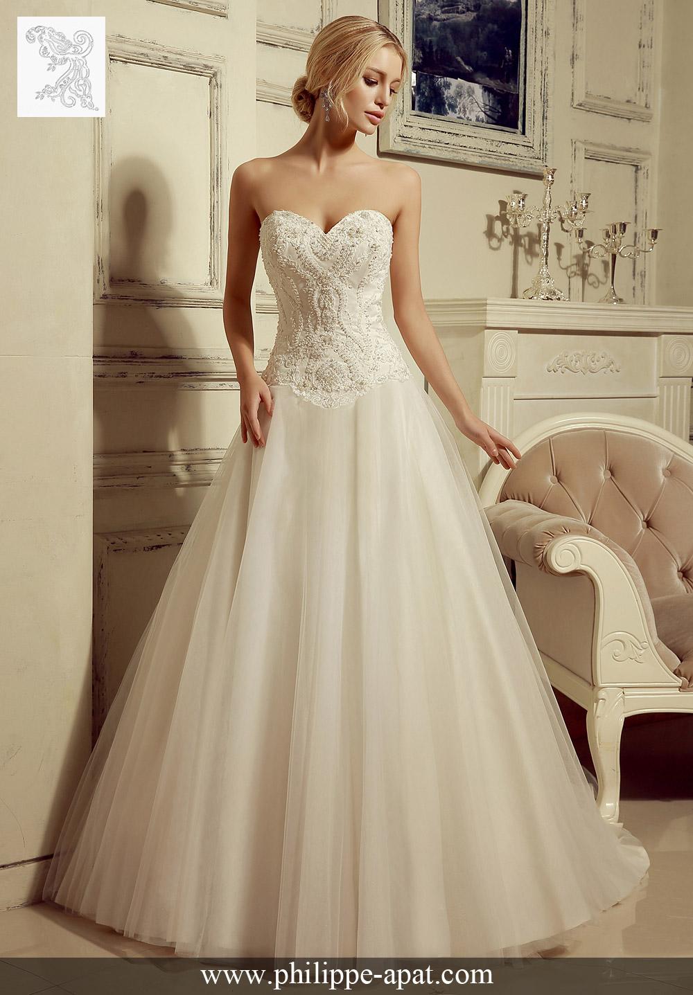 Une jupe en tulle réunie avec un corsage de dentelle romantique pour créer la robe de bal de mariée 2016 parfaite. Accentuée avec un décolleté en cœur.